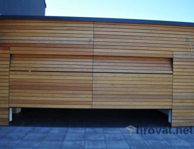 Garažna vrata oblečena v les