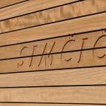 Izdelava napisov v lesu