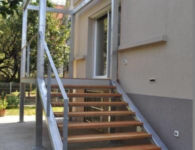 Kovinske-stopnice-s-podestom-3
