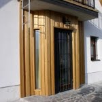 Lesena fasada Hotic vrata