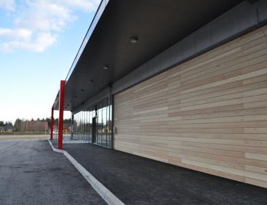 Lesena fasada Interspar od strani