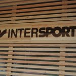 Lesena fasada Intersport logo