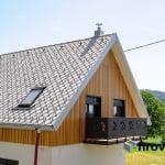 Lesena fasada Kamnik od dalec