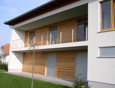 Lesena-fasada-Rodica-spredaj