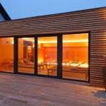 Lesena fasada Soncna hisa Banovci detajl