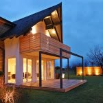Lesena fasada Soncna hisa Banovci podest