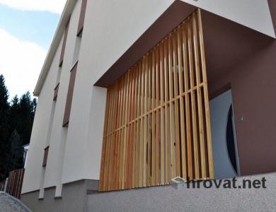 Lesena fasada Stanezice