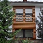 Lesena fasada Zelezniki sprednji del