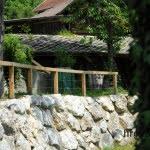 Lesena ograja Baselj od dalec