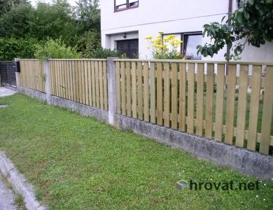 Lesena ograja Trzin z desne