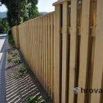 Lesena ograja vrbne z desne