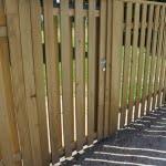 Lesena vrata na ograji