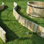 Visoke grede in okrogla korita razstavljeno