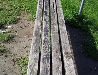 Vzdrževanje klopi v parku