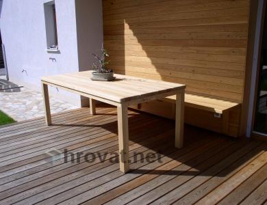 vrtna miza iz macesna