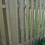 lesena ograja vrbnej pokončna