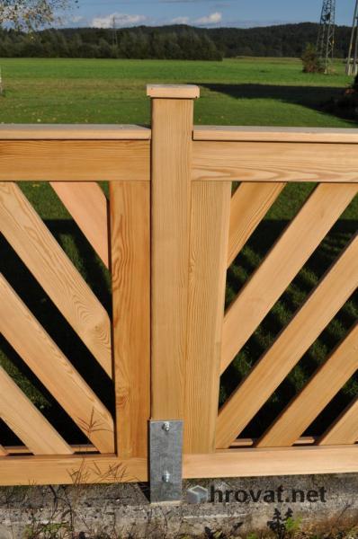 lesena panelna ograja Crnuce pokoncna