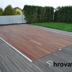 lesena terasa na bazenom Menges z leve